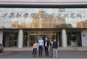 Travelling Fellowship recipient Huw Colin-York visits the lab of Prof Dong Li at the Institute of Biophysics, Beijing